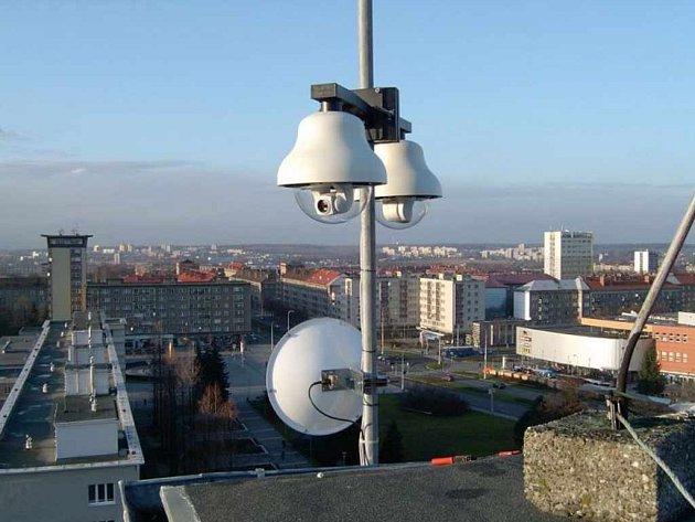 Tyto kamery snímají v aktualizovaných snímcích dění na havířovském náměstí Republiky, jeho okolí a zabírají také výhled směrem na Beskydy.