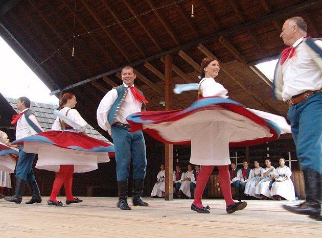 Na tradiční folklorní přehlídce Máj nad Olzou bude k vidění řada tanečních a pěveckých souborů