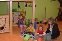 Děti se budou učit anglicky v malých skupinkách.