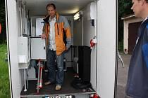 Pracovníci Zdravotního ústavu v Ostravě ve čtvrtek v Karviné instalovali mobilní měřící stanici, která bude tři roky monitorovat kvalitu ovzduší na několika místech Moravskoslezského kraje