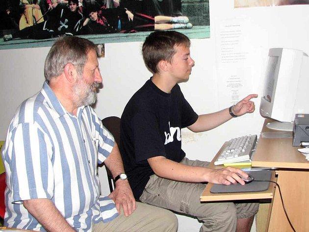 Marek Winogrodzki se svým učitelem dějepisu Bořivojem Jarošem.