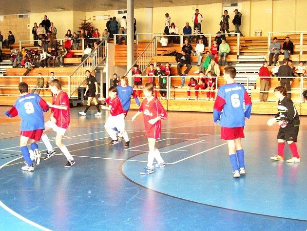 Mládežnické týmy ČSAD Havířov se účastní i regionálních halových turnajů. Vedle zeleného trávníku se jim daří i zde.