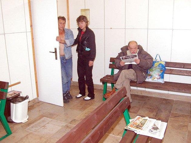 Bezdomovci mají na nádraží svou místnost