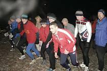 Silvestrovský běh v Bohumíně. Hromadný start se starostou Petrem Víchou (pátý zprava)