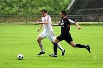 Fotbalistům Orlové se v zahajovacím duelu divize nedařilo. Kanonýr Kopel (vpravo) vyšel naprázdno.