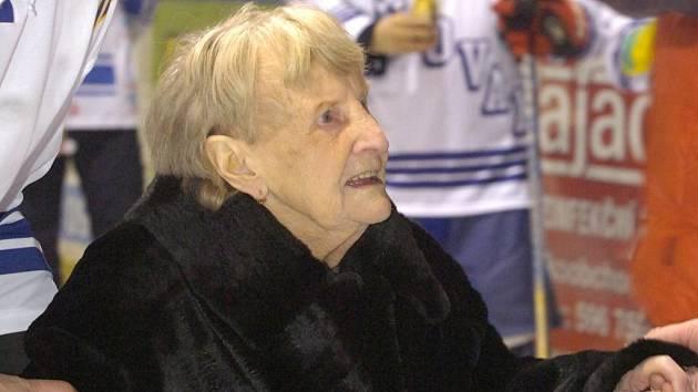 Edith Matějíčková je věrnou fanynkou orlovského hokejového klubu i v jednadevadesáti letech.