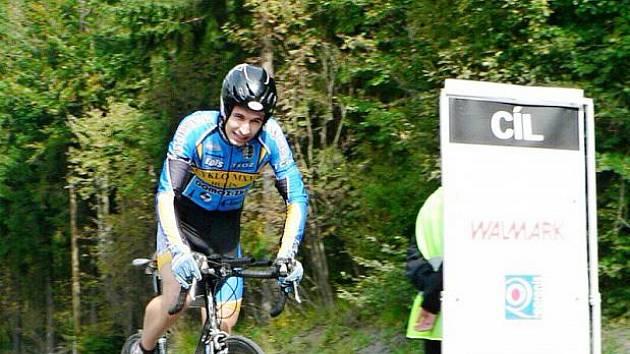 Kategorii mužů A (18 až 29 let) v sedmnáctém závodě Slezského poháru - časovce O pohár obce Krásná - vyhrál Pavel Cimbálník (Cyklo MXM Hulín).