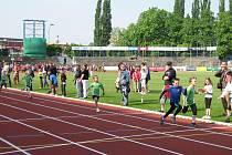 V zelených dresech čtyři nejmenší závodníci karvinského oddílu. Zprava (první od cíle): Adam Breznen, Brian Molčan, Richard Majer a Radovan Franěk.