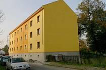 Z ghetta výstavní čtvrť. Bývalý dům hrůzy v Pudlově se proměnil v moderní bytovku pro 12 rodin.
