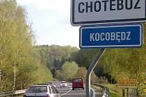 České i polské  názvy obcí se objevují na místních silnicích čím dál častěji. Vedle Českého Těšína už mají toto označení i Horní Suchá, Albrechtice a nově také Chotěbuz.