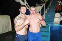 Filip Kubančík (vpravo) s ruským bijcem Alanem Bigulajevem.
