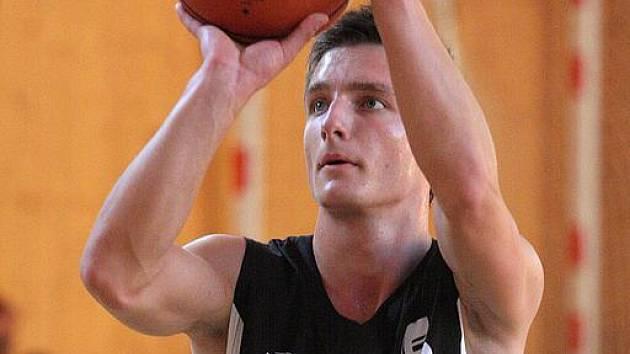 Mladí basketbalisté v přípravě.