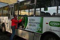 Autobus v barvách města stromů