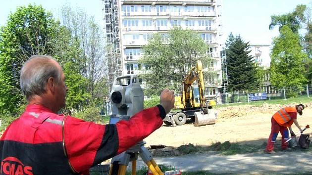 První květnovou středu začala výstavba nového domova důchodců.