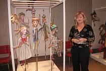 Pohled na exponáty v Musaionu s autorkou výstavy Hanou Studničkovou.