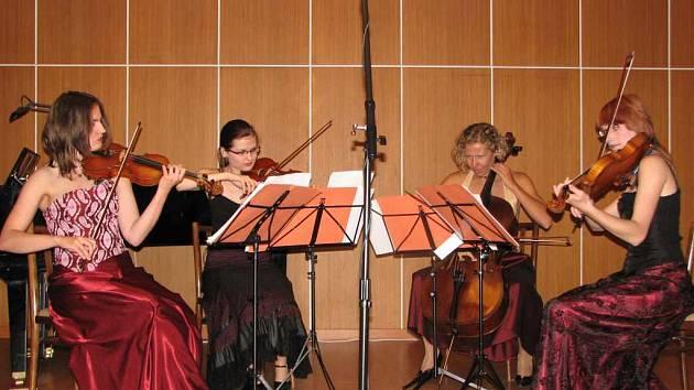 Dívčí smyčcový soubor Eve Quartet