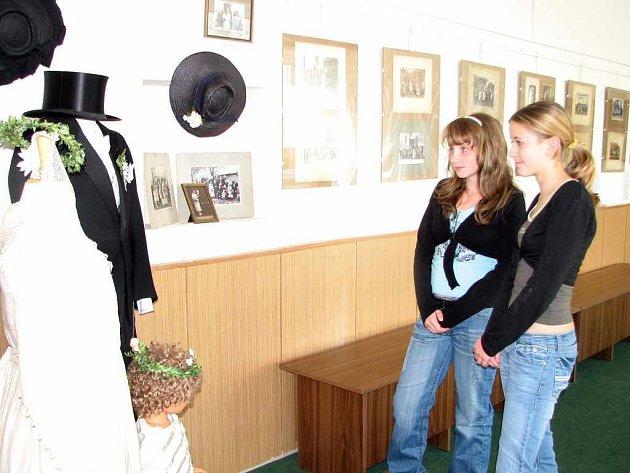 Výstavu v šenovském muzeu navštívili žáci ze ZŠ Sedliště.