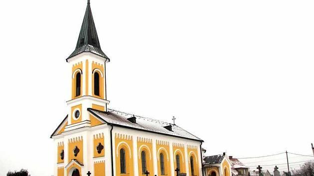 SOUČASNOST. Zimní pohled na kostel po obnově fasády.