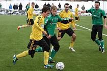 Karvinští fotbalisté (ve žlutém) porazili v další přípravě GKS Katowice.
