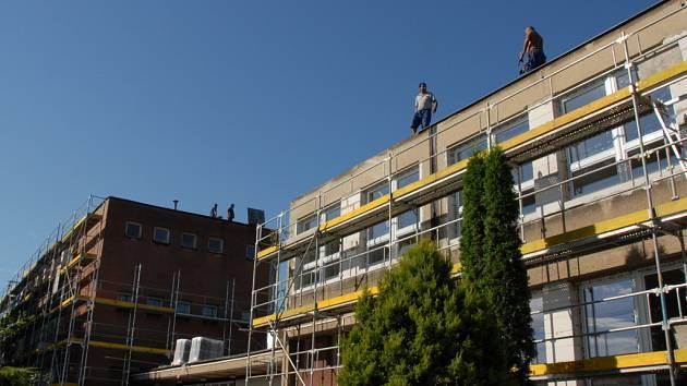 Letos se dočkala zateplení i budova bývalé orlovské školy Na Výhodě, kde dnes sídlí Střední školy DAKOL.