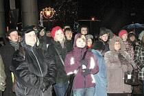 Náměstí Republiky v Havířově na Štědrý den od 22. hodin ožilo Půlnoční bohoslužbou.