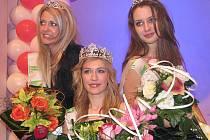 MISS Reneta 2010. Vítězná Kristína Bašteková (uprostřed), první vicemiss Tereza Chlebovská (vpravo) a druhá vicemiss Hana Monská.