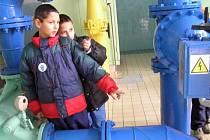 Děti z šesti domovů se vedle spousty zábavy a soutěží dověděly, jak se vyrábí pitná voda.