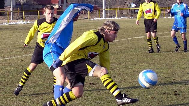 Marek Sokol z týmu Hájek a synové Jakubčovice (u míče), patří k nejzkušenějším hráčům divizního celku.