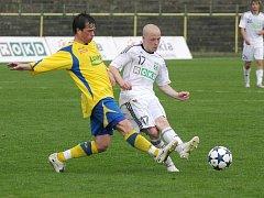 Ondřej Ficek (v bílém) si dnes zahraje proti svým.