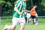 Karvinští fotbalisté (zelenobílé dresy) skončili nakonec v tabulce MSFL čtvrtí. Na snímku Filip Juroszek.