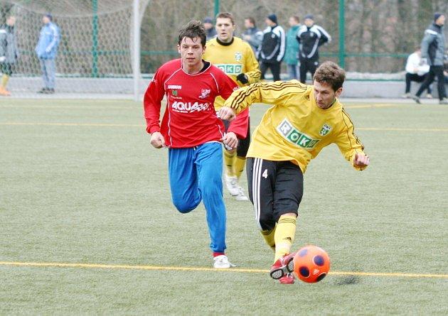 Ján Juska (vpravo) vstřelil druhý gól přípravného utkání s polským týmem Bielsko-Biala.
