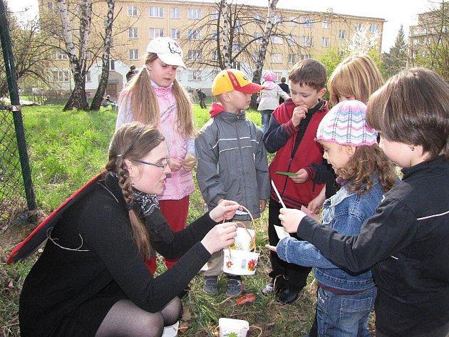 Tradiční jarní svátek probouzení broučků ze zimního spánku přilákal v sobotu odpoledne do zahrady Rodinného centra Majáček kolem stovky dětí s maminkami a tatínky.