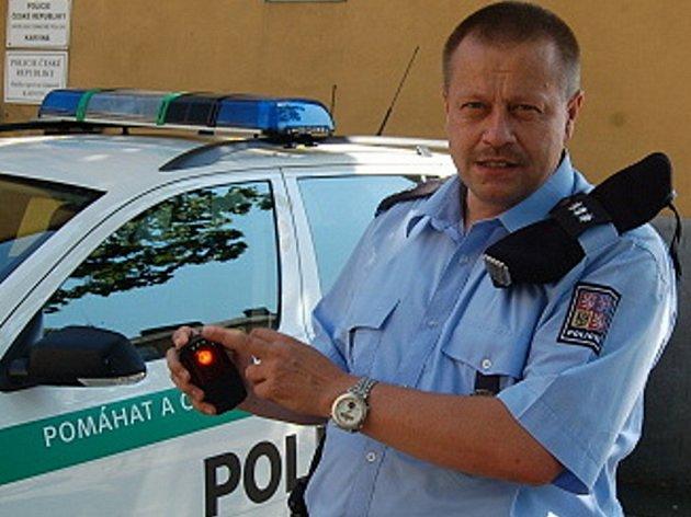 Nové svítilny budou po celý měsíc testovat policisté z několika oddělení.