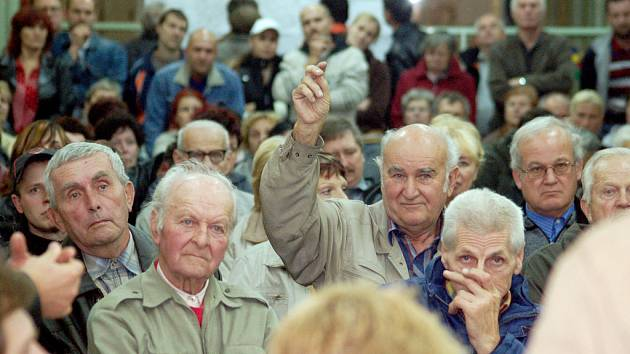 Lidé z Orlové–Zimného Dolu a Výhody na jedné z besed se zástupci radnice