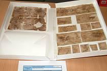Část zachráněných svitků nalezených ve věži katolického kostela v Orlové-Městě