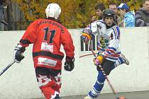 Hokejbaloví starší dorostenci Karviné bojují ve čtvrtfinále extraligového play off.