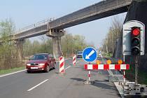 Oprava železničního mostu v Chotěbuzi