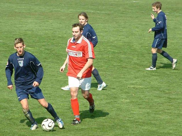 Fotbalisté MFK Havířov (tmavé dresy) měli v úvodním jarním kole blízko výhře na hřišti druhé Poruby.