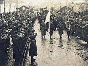 Převoz československých padlých vojáků do Orlové v roce 1922.