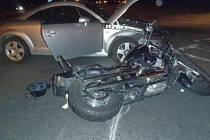 Nehoda motocyklu a osobního automobilu na Ostravské ulici v Havířově