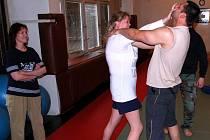 Karvinští strážníci učili ženy obraně před násilníky.