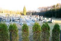 Okolí hřbitova se výrazně změnilo. Po vodě nezůstala žádná stopa.