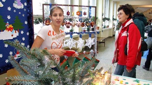Studenti nabízeli některé své výrobky během dne otevřených dveří i k prodeji.
