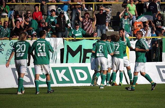 Karvinští odehrají pohár s Porubou přeci jen v Ostravě. Divizní klub dal své hřiště do pořádku.