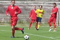 Karel Sochora (na ilustračním snímku vlevo) měl první šanci sobotního utkání.