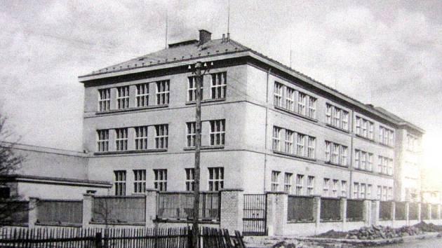 Školní budova bohumínského gymnázia v roce 1940.