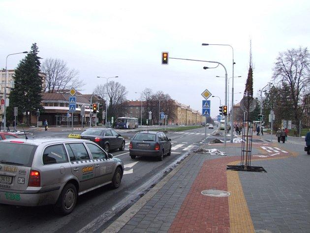 Světelná křižovatka Hlavní třídy s ulicemi Svornosti a Gorkého v Havířově