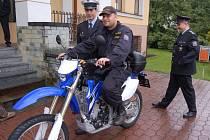 Stonavská radnice koupila policii terénní motocykl