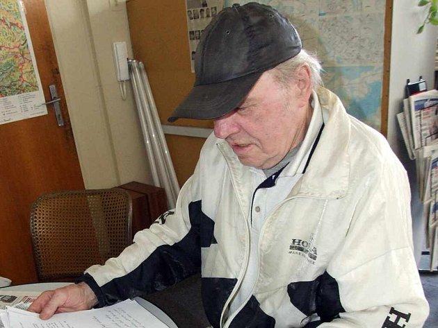 Jozef Pinkava má ke svému případu za ta léta mnoho dokumentů, které mu ale zatím ztracené peníze nevrátily.