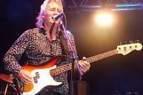 Steve Priest připomněl svým hlasem doby největší slávy kapely The Sweet.